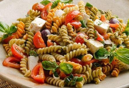 que ensalada se puede acompañar con pasta