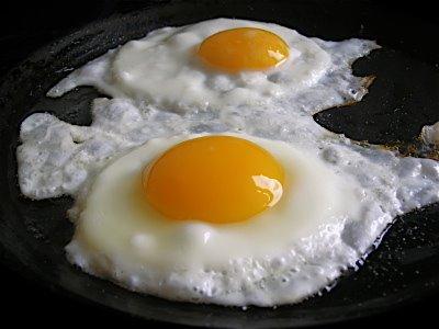 el huevo cocinado engorda