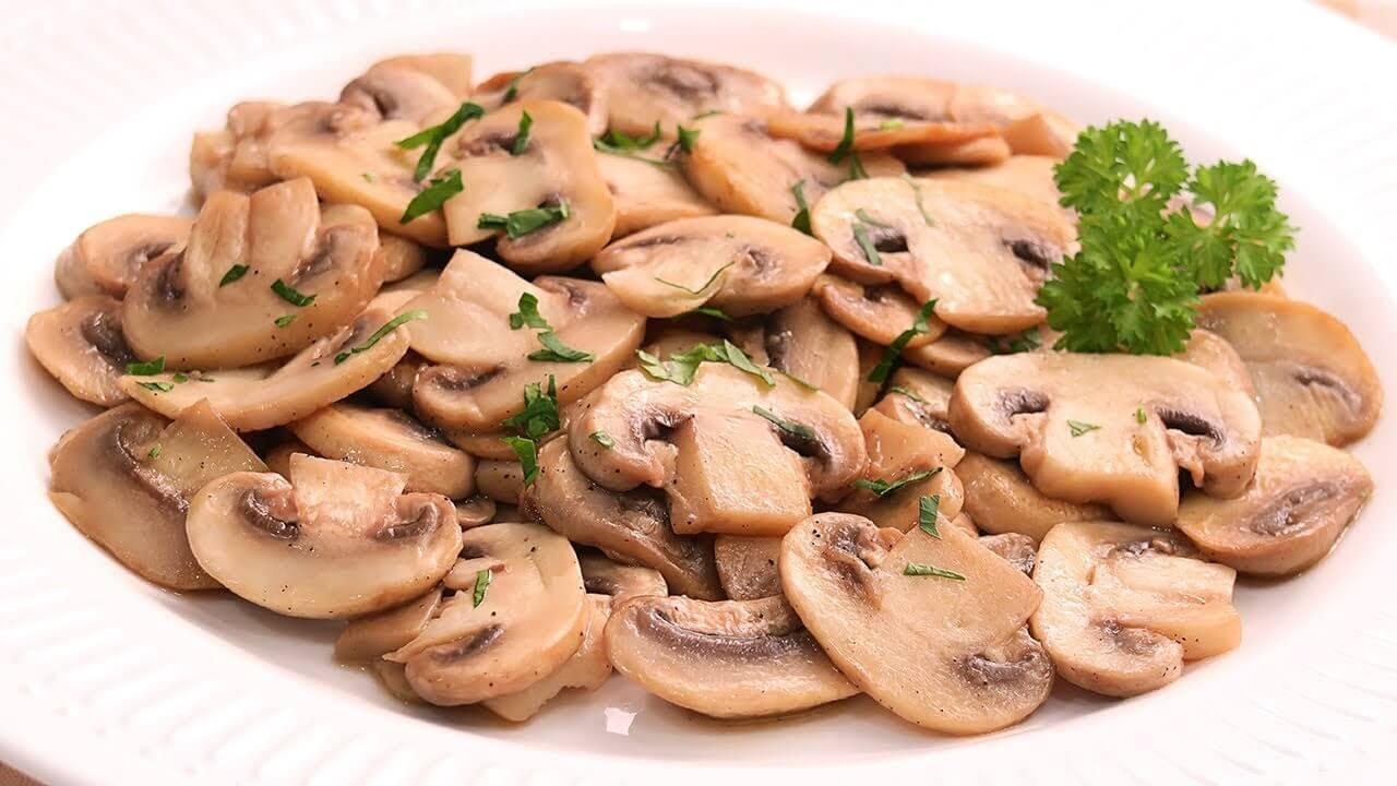 ¿Cuántas calorías tienen los champiñones salteados?