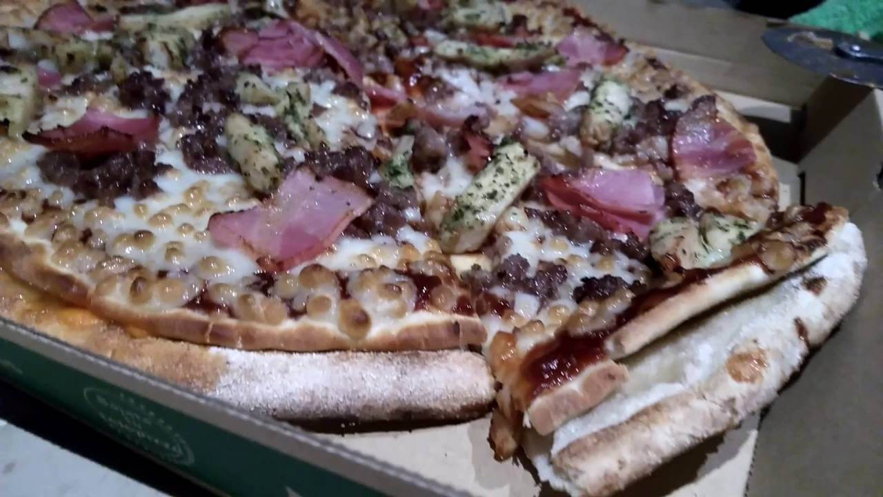 ¿Cuántas calorías tiene una pizza familiar del Telepizza?